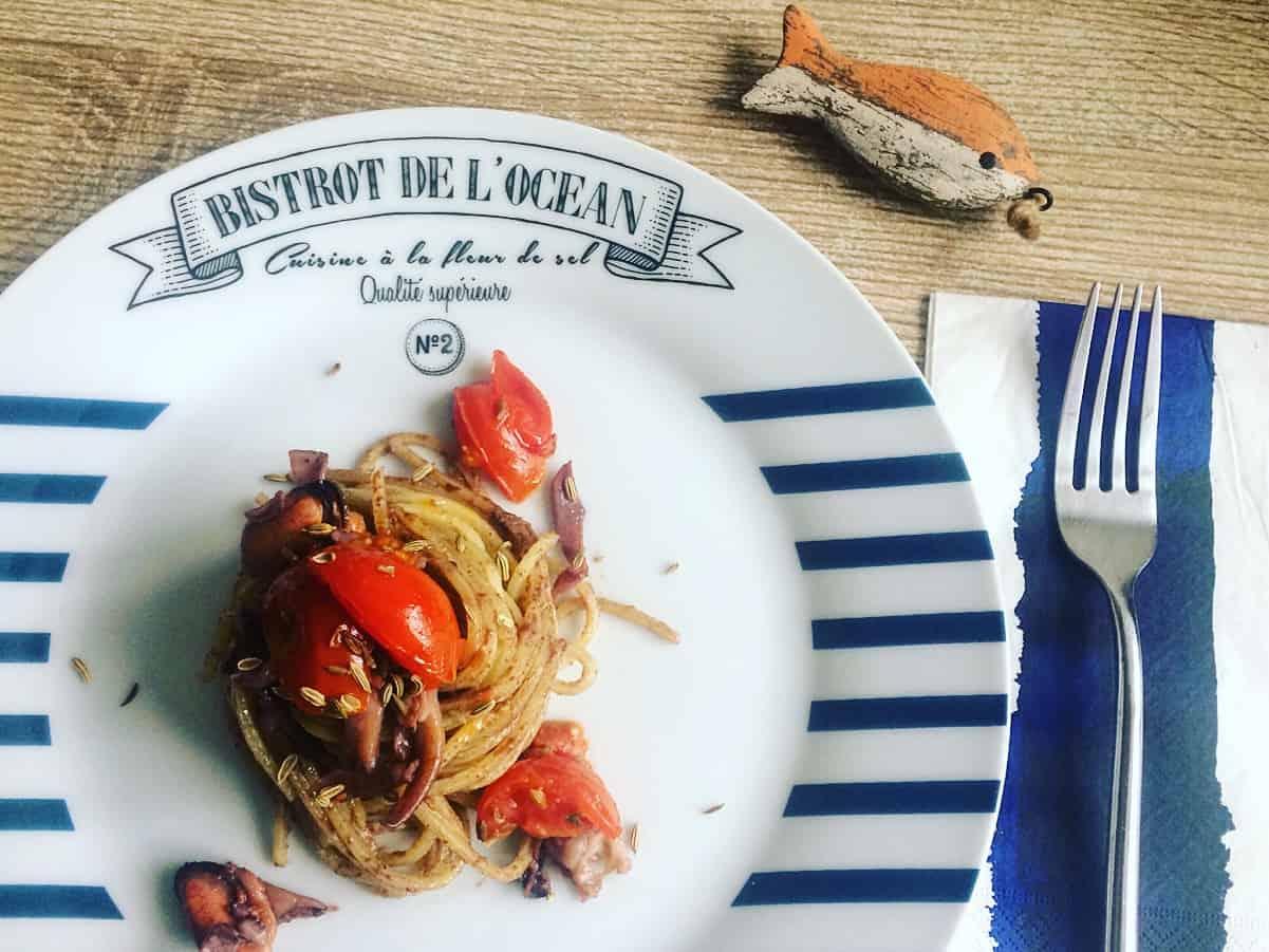 Spaghetti alla chitarra con patè di olive e moscardini