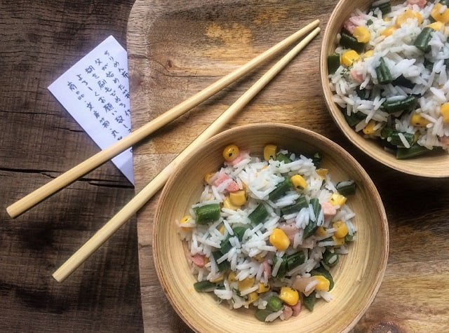 Insalata di riso basmati con fagiolini, pancetta croccante e zenzero