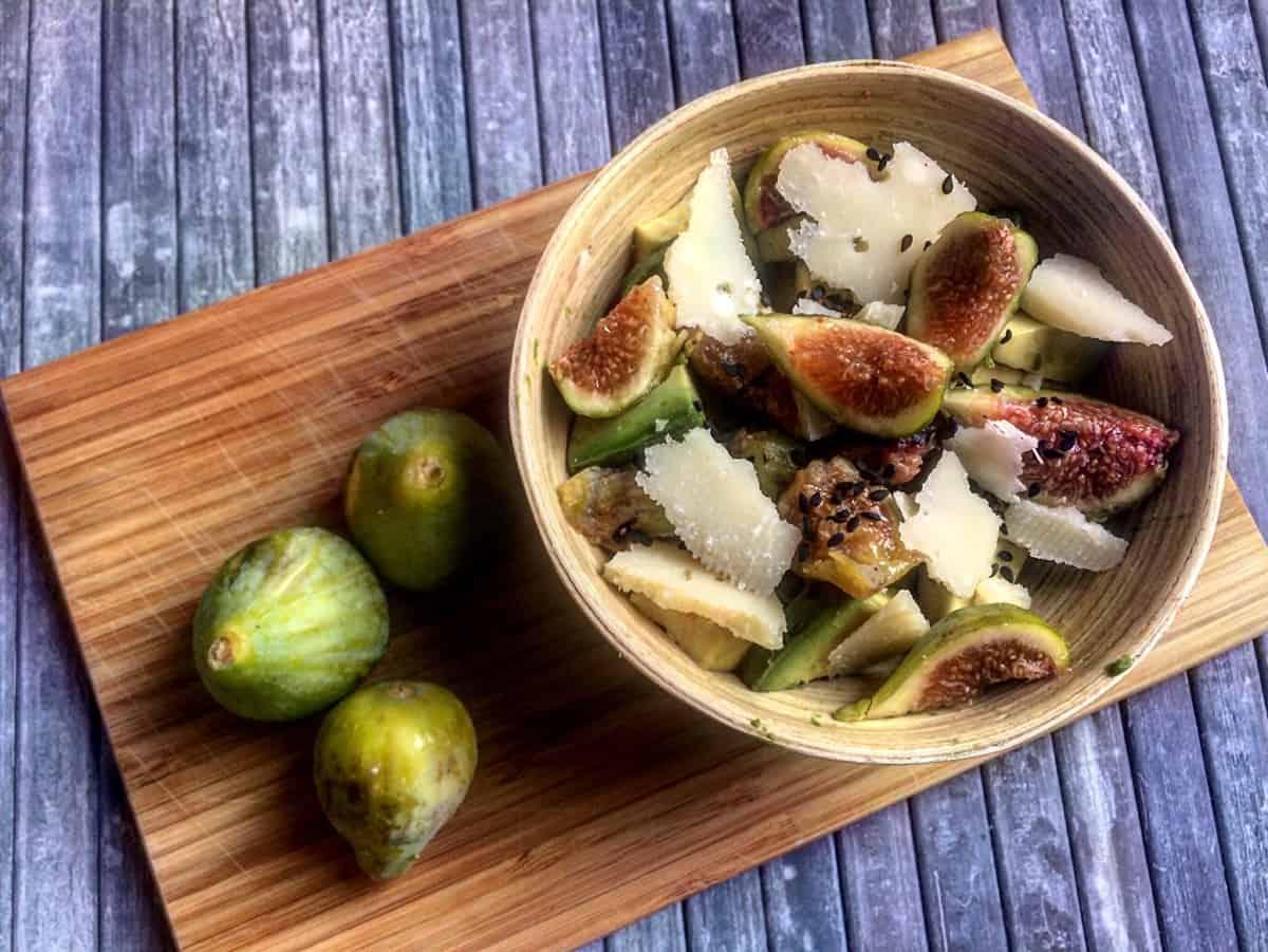 Insalata di fichi, avocado e parmigiano