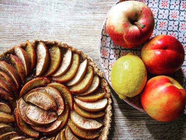 Crostata integrale di pesche e mele